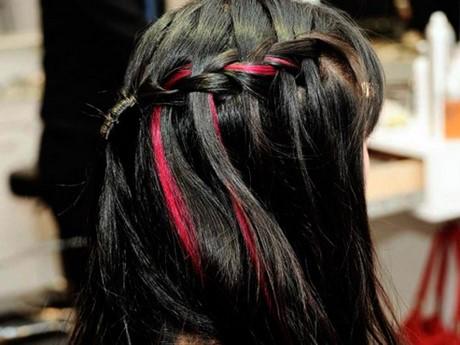 Ciocche colorate su capelli biondi