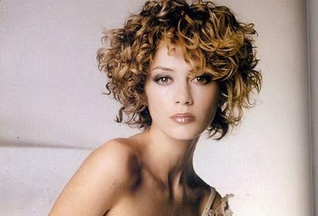 Tagli di capelli corti donna ricci