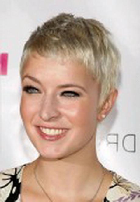 Foto tagli capelli corti per donne mature