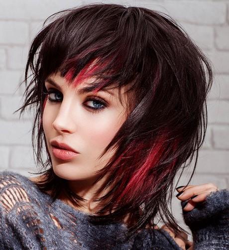 Ciocche colorate su capelli neri