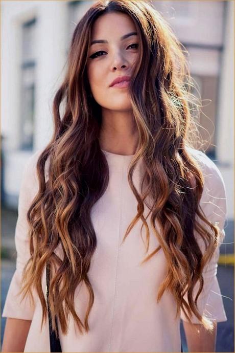 Taglio capelli donna lunghi mossi