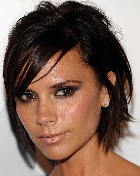 tagli capelli corti scalati donna