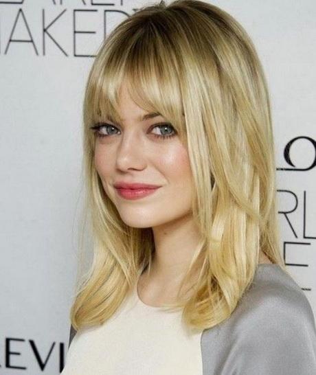 Tagli di capelli media lunghezza con frangia